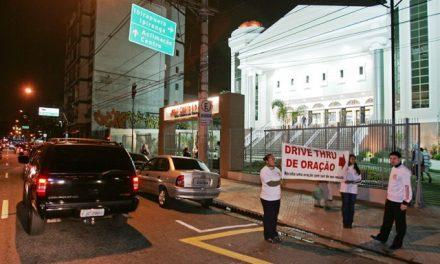 """Como funciona o """"drive-thru"""" de orações em igreja na Vila Mariana"""