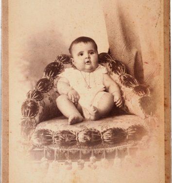 Exposição de fotos mostra bebês dos séculos XIX e XX