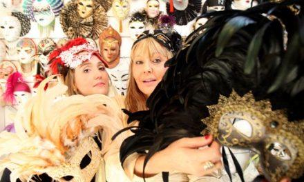 Loja em Pinheiros é especializada em bailes de máscaras