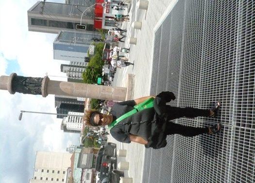 Bancando a Marilyn Monroe na saída do Metrô