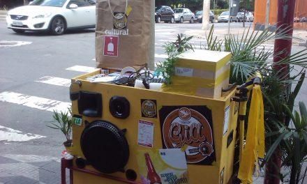 Samba baiano chega a São Paulo em miniatura de trio elétrico