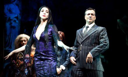 """O musical """"A Família Addams"""" na mira do Procon"""