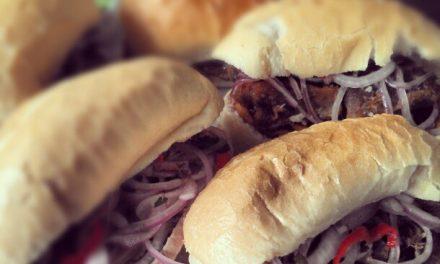 Nova casa em Perdizes serve sanduíches típicos do Peru
