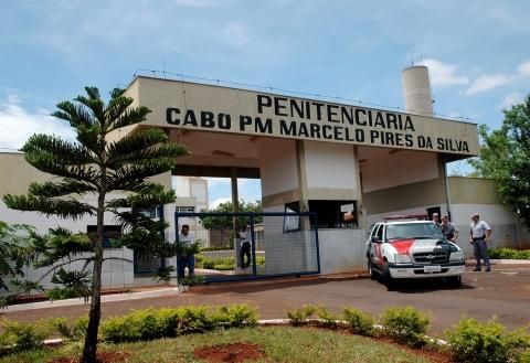 Bolivianos também vivem em cadeia paulista superlotada