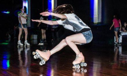 Ringue de patinação na Mooca traz de volta o clima dos anos 70 e 80