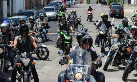 """Quem é o padre que criou a """"Missa do Motociclista"""" na Igreja de San Gennaro"""