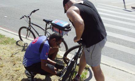 S.O.S Bike: 100 voluntários oferecem assistência gratuita nas Ciclofaixas