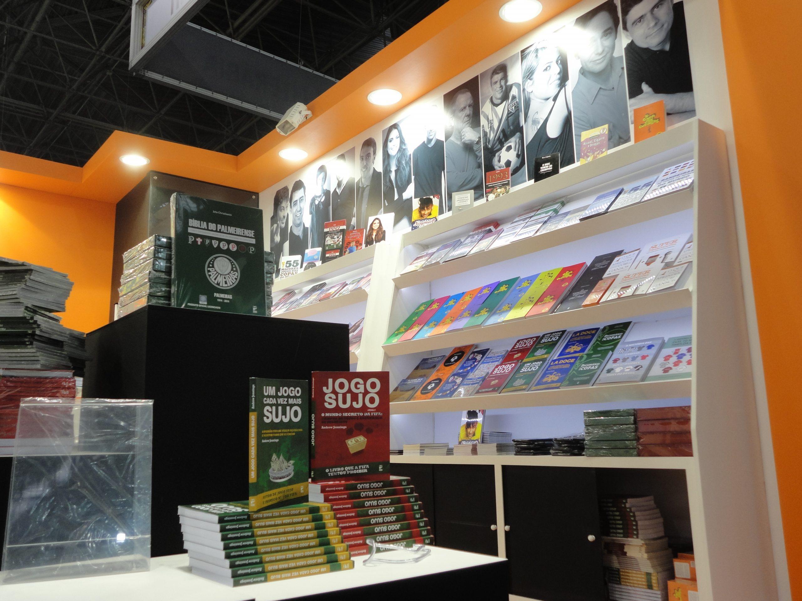 """A coleção """"O guia dos curiosos"""" e a Panda Books estão na Bienal do Livro"""