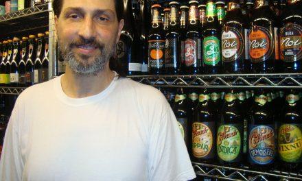 Quem é Paulo Almeida, o premiado homem dos 800 rótulos de cerveja
