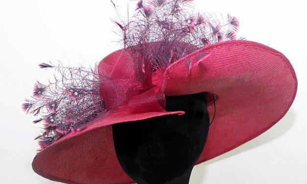 Ateliê faz os chapéus de festas e casamentos mais afamados da cidade