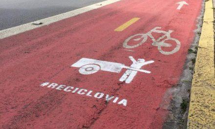 Intervenção artística quer ciclofaixas também para carroças de catadores de papelão