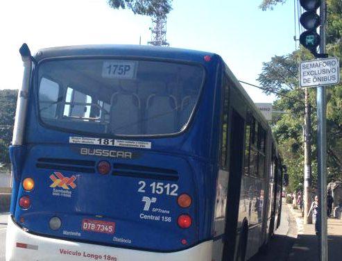 Dr. Arnaldo ganha semáforo exclusivo para ônibus que fazem conversão em X