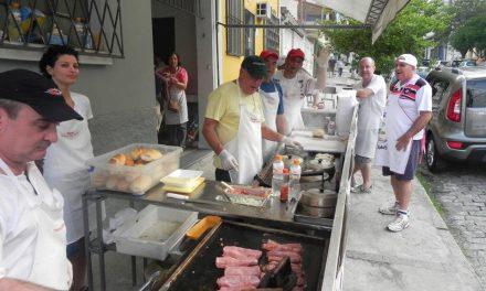 Sanduíche de calabresa agita os primeiros sábados do mês na Pompeia