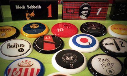 Beatles x Rolling Stones no futebol de mesa? Designer cria botões de bandas de rock